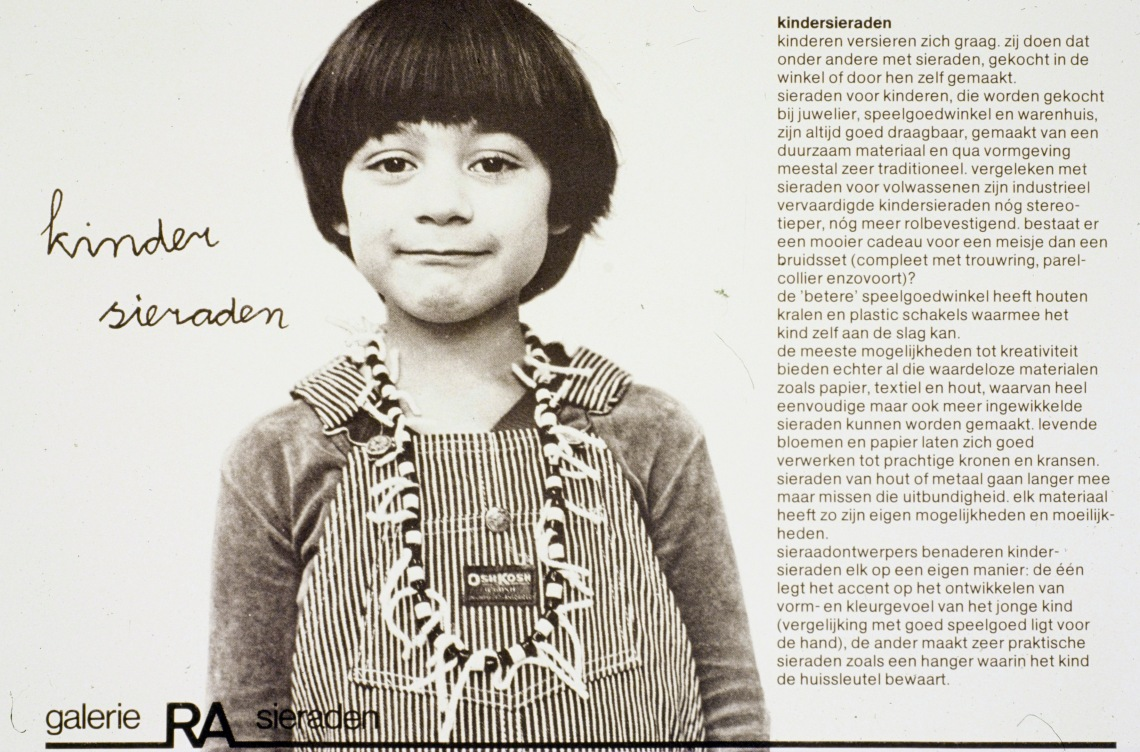Children-jewellery, jewellery for children by designers and collected from shops, 1979, Galerie Ra. Foto met dank aan Galerie Ra©