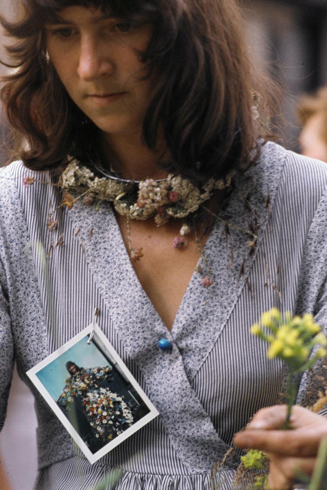 Lous Martin tijdens de manifestatie Bloemsieraden te Amsterdam, 1977