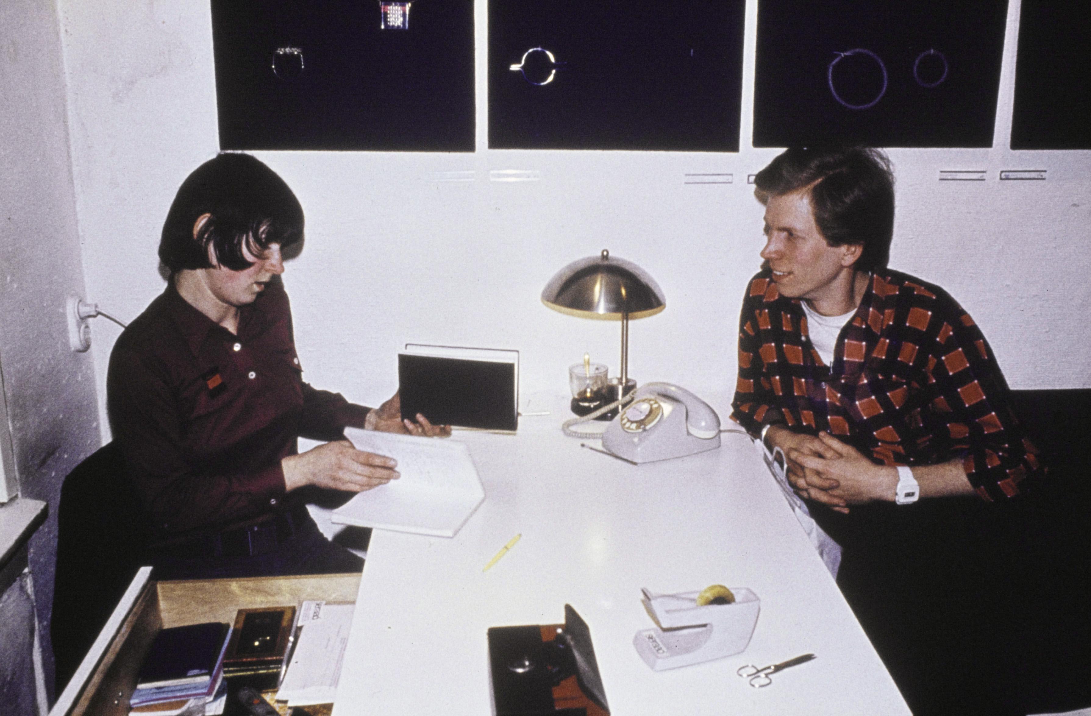 Lous Martin en Hans Appenzeller aan het werk, 1975. Foto met dank aan Galerie Ra©