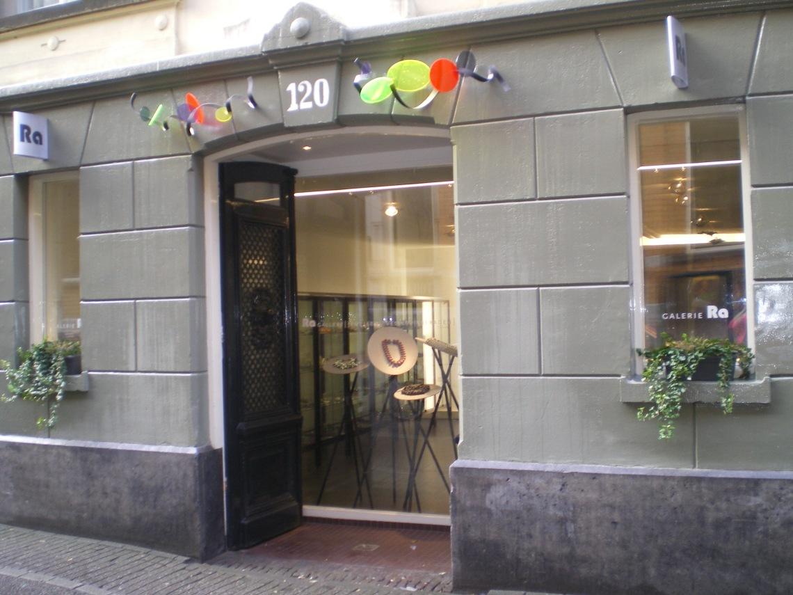 Galerie Ra aan de Nes te Amsterdam. Foto met dank aan Galerie Ra©