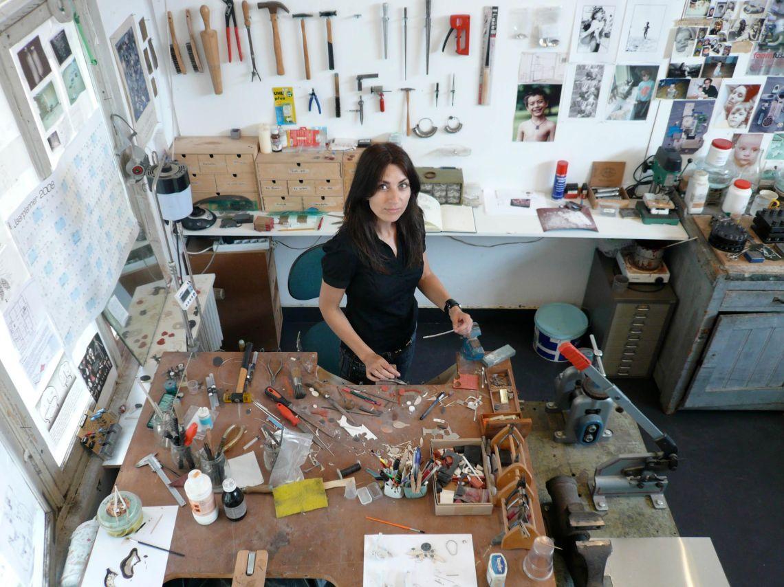 Katja Prins in haar atelier, Amsterdam, 2008. Foto met dank aan Katja Prins. Merlijn Snitker©