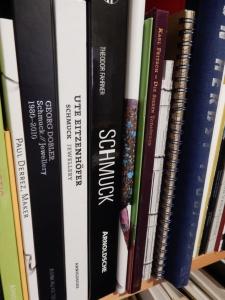 Boeken over sieraden. Foto E.D.