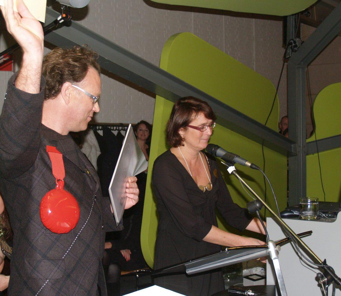 Ted Noten ontvangt de Françoise van den Bosch Prijs. Foto met dank aan de Stichting Françoise van den Bosch©