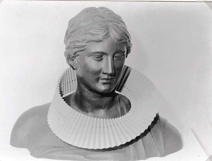 Paul Derrez, halssieraad, Visies op sieraden, Stedelijk Museum, 1982. Foto (met dank aan) Liesbeth den Besten©