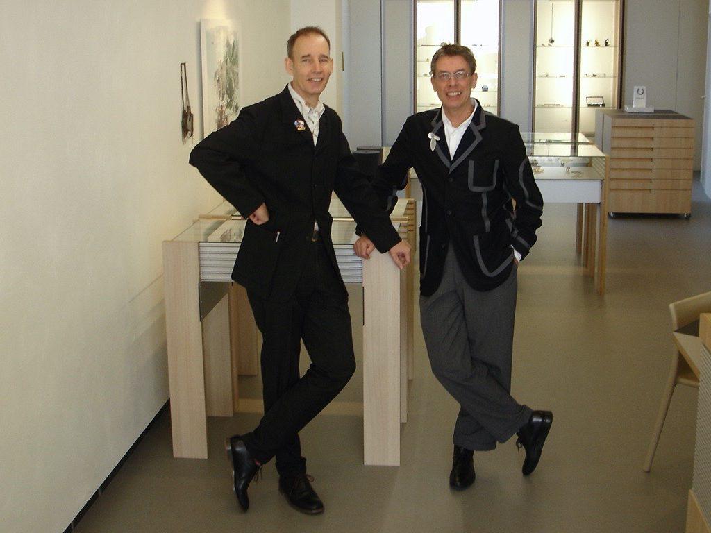 Ward Schrijver en Rob Koudijs tijdens de opening van Galerie Rob Koudijs, 2007. Foto met dank aan Galerie Rob Koudijs©