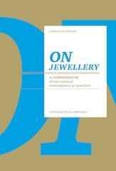 On jewellery door Liesbeth den Besten, 2011. Foto met dank aan Liesbeth den Besten©