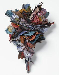 Attai Chen, broche, papier, zilver en roestvrij staal, Collectie CODA. Foto met dank aan CODA©