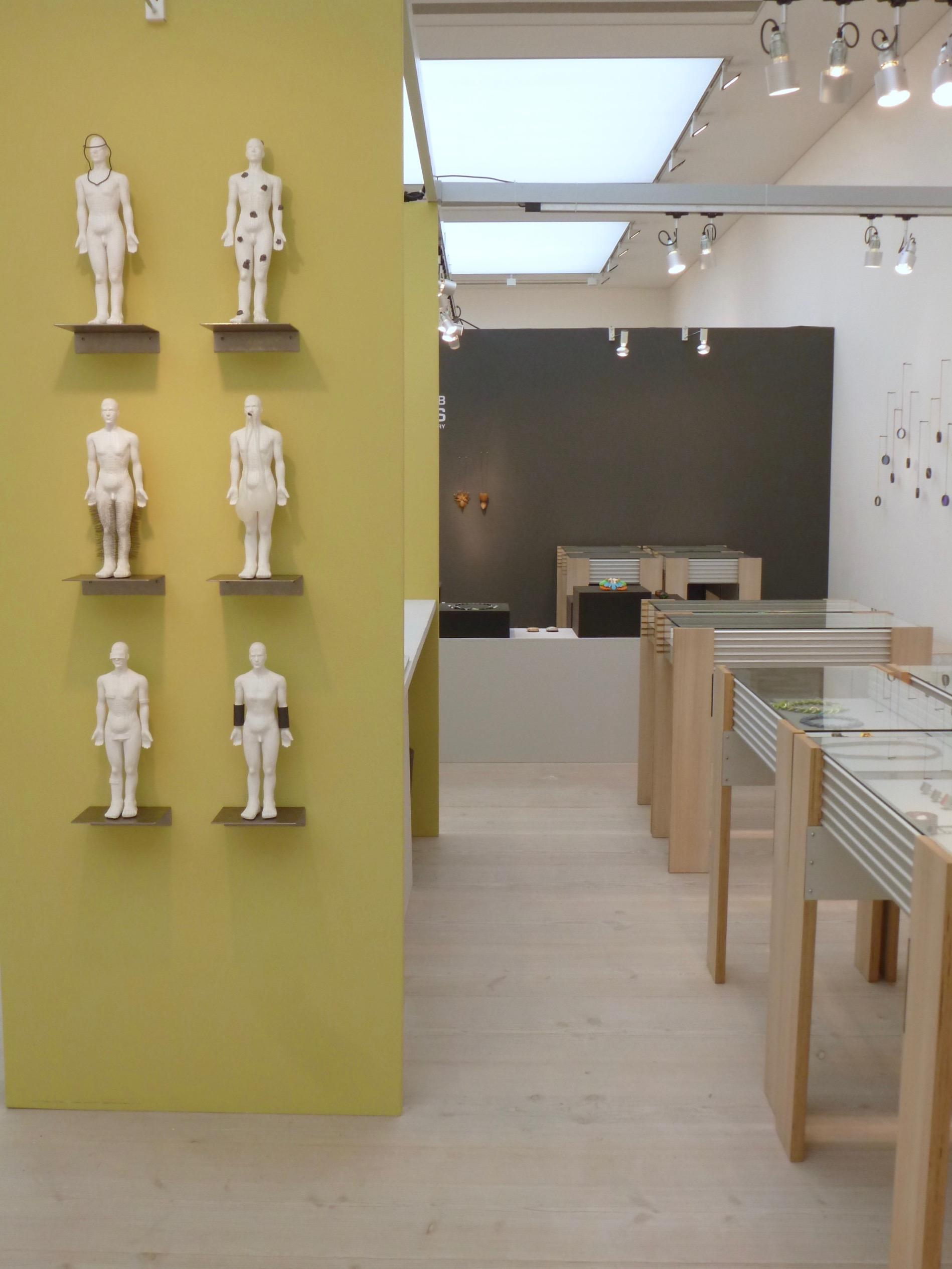 Galerie Rob Koudijs met werk van Ruudt Peters op Collect, Londen, 2014. Foto met dank aan Galerie Rob Koudijs©