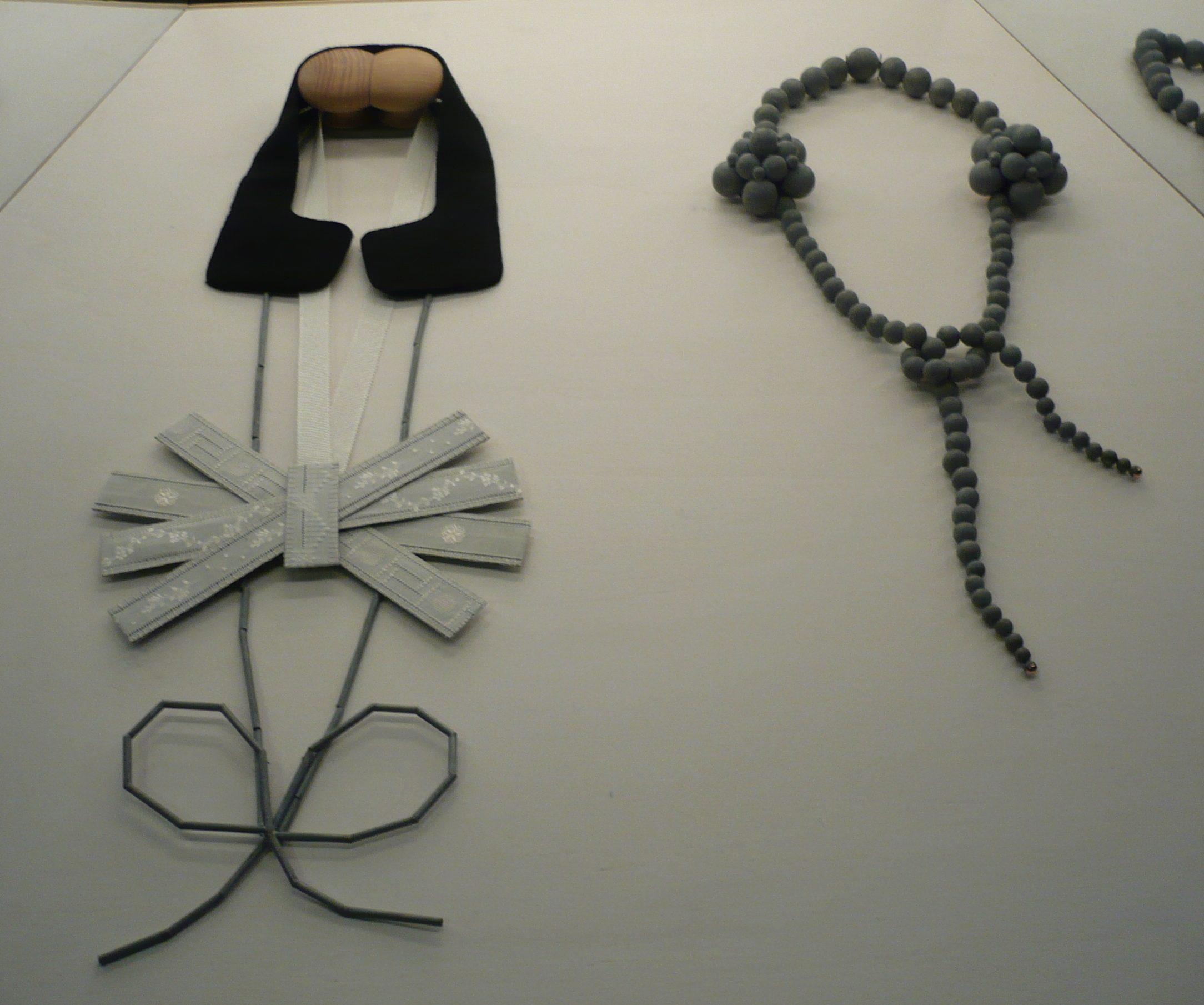 Lucy Sarneel, halssieraden, Gejaagd door de wind, 2009. Gejaagd door de wind, 2009. Foto (met dank aan) Liesbeth den Besten©