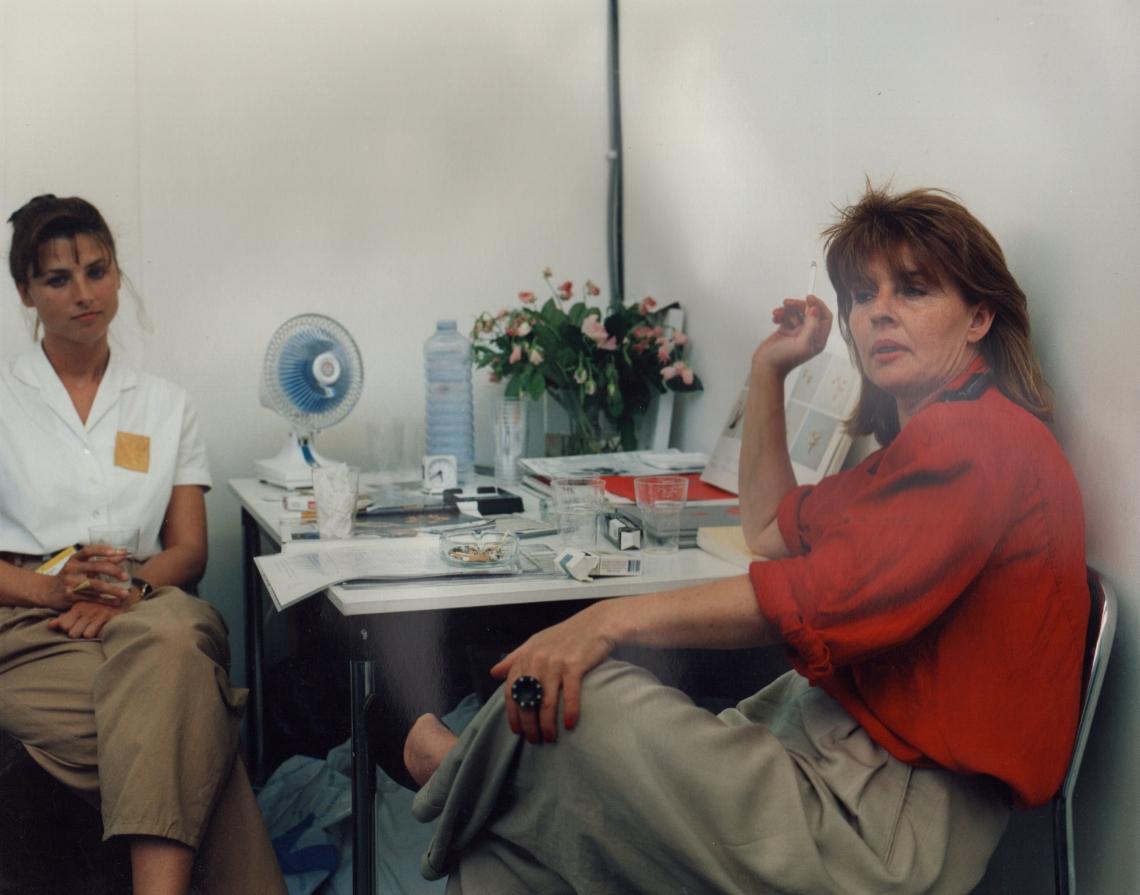 Louise Smit (rechts) met assistent Marijke v.d. Bergh op KunstRAI 1989. Foto met dank aan Louise Smit©