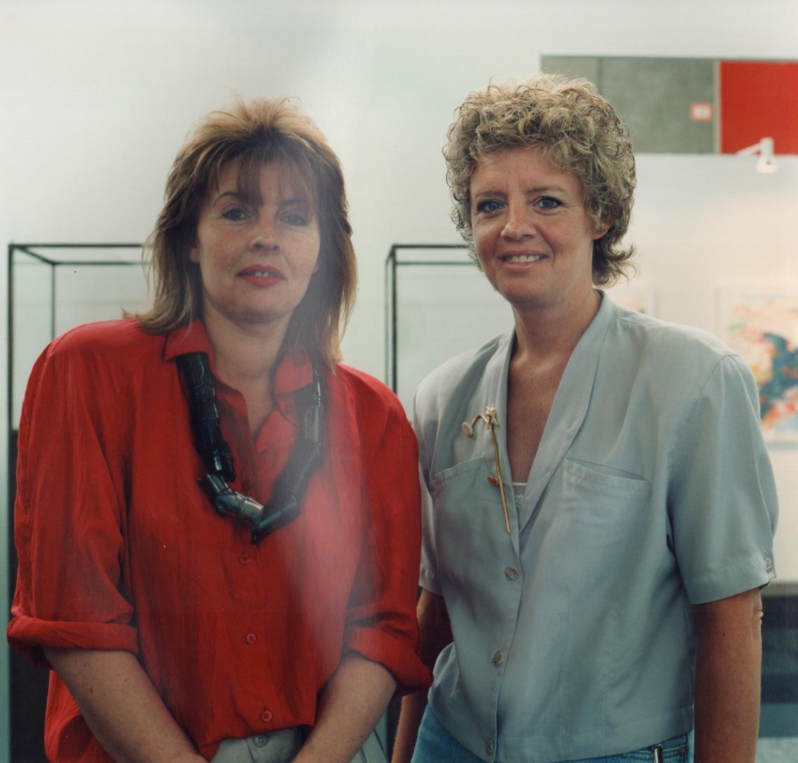 Louise Smit met assistent Rita van der Wallen op KunstRAI 1989. Foto met dank aan Louise Smit©