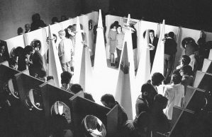 Objects to wear, Van Abbemuseum, 1969. Foto met dank aan Liesbeth den Besten©