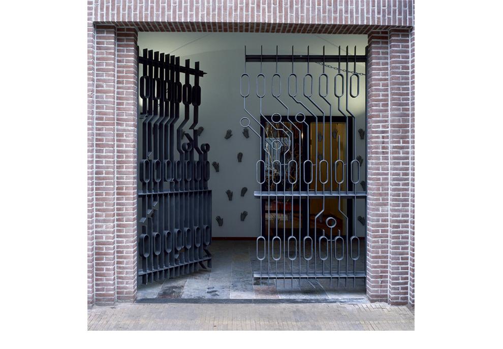 Ruudt Peters, Computer Chip Fence, Oranje Kerk, Amsterdam, 1999. Foto met dank aan Ruudt Peters©