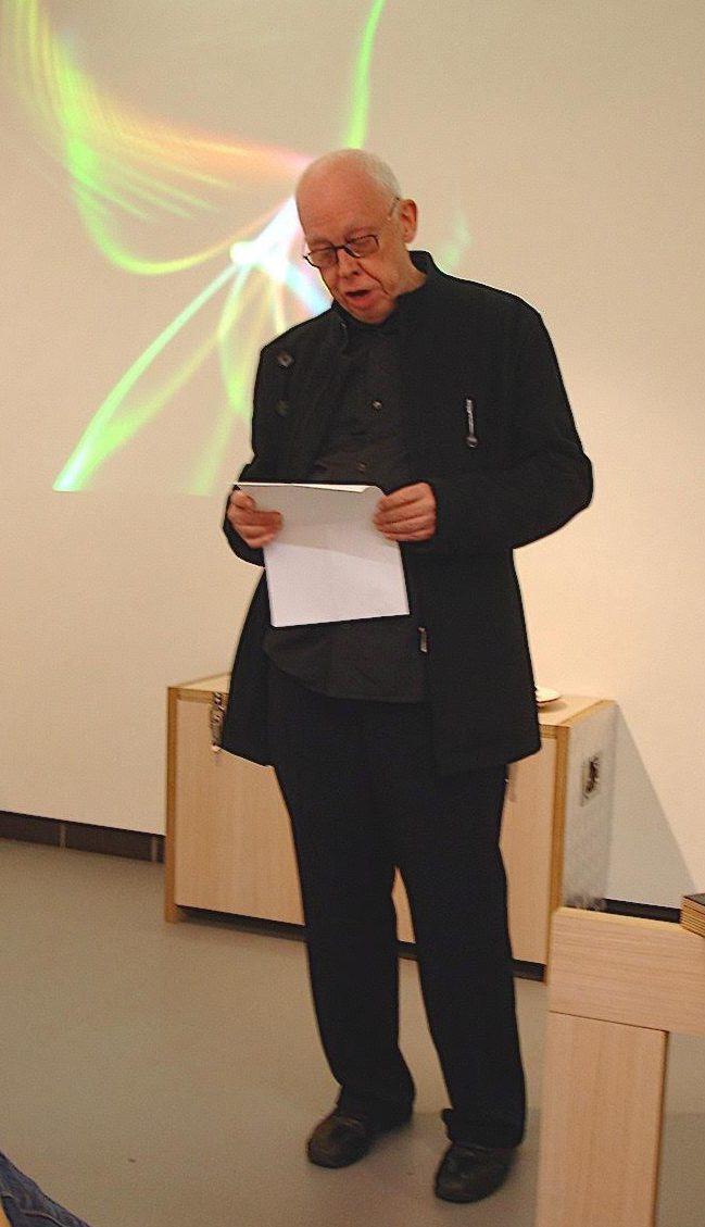 Paul Merz tijdens de presentatie van het 1e Galerie Rob Koudijs Magazine, 2008. Foto met dank aan Galerie Rob Koudijs©