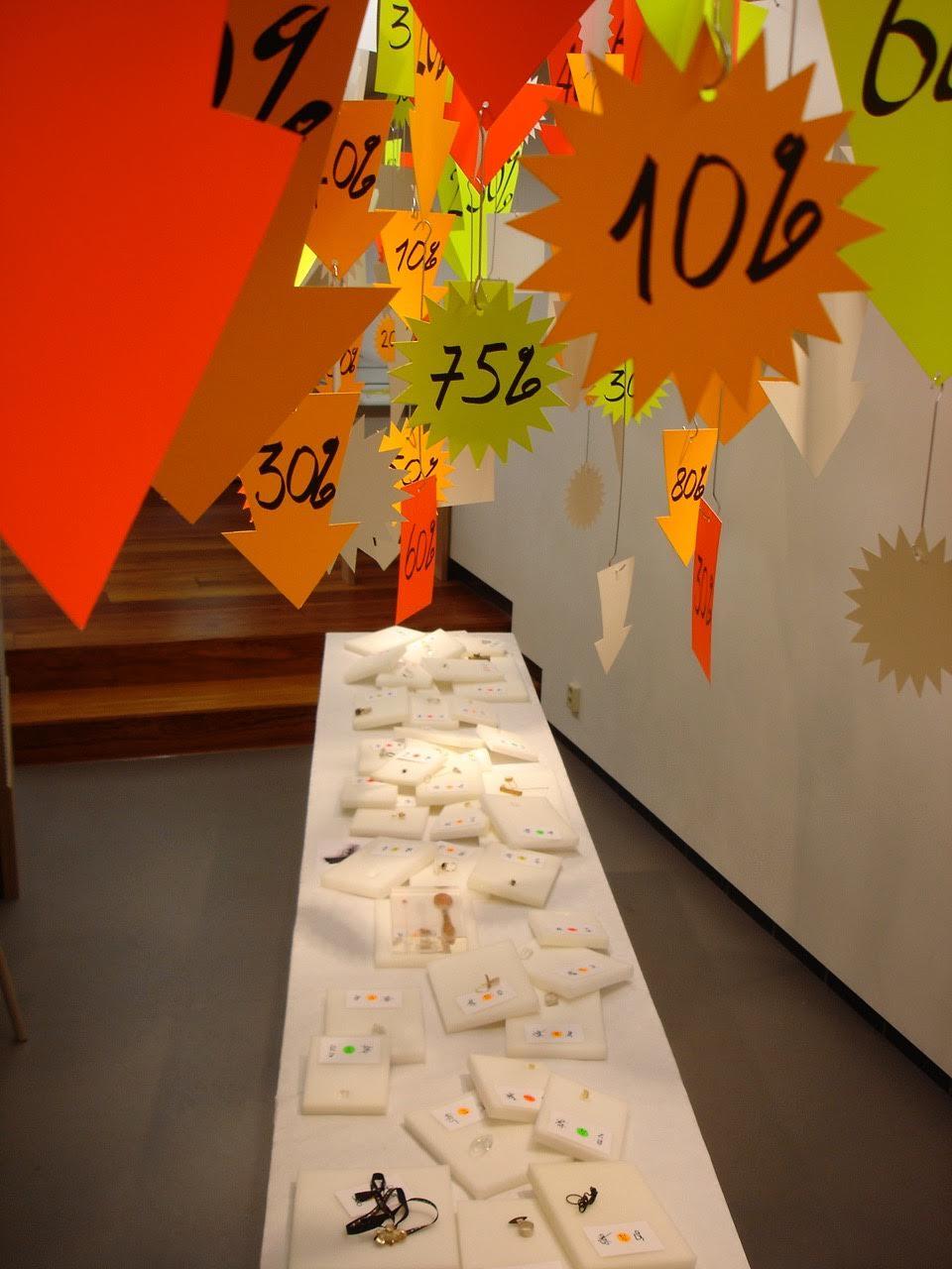 Impulsen, Week 1, Ted Noten, sales, Galerie Rob Koudijs, 2008. Foto met dank aan Galerie Rob Koudijs©