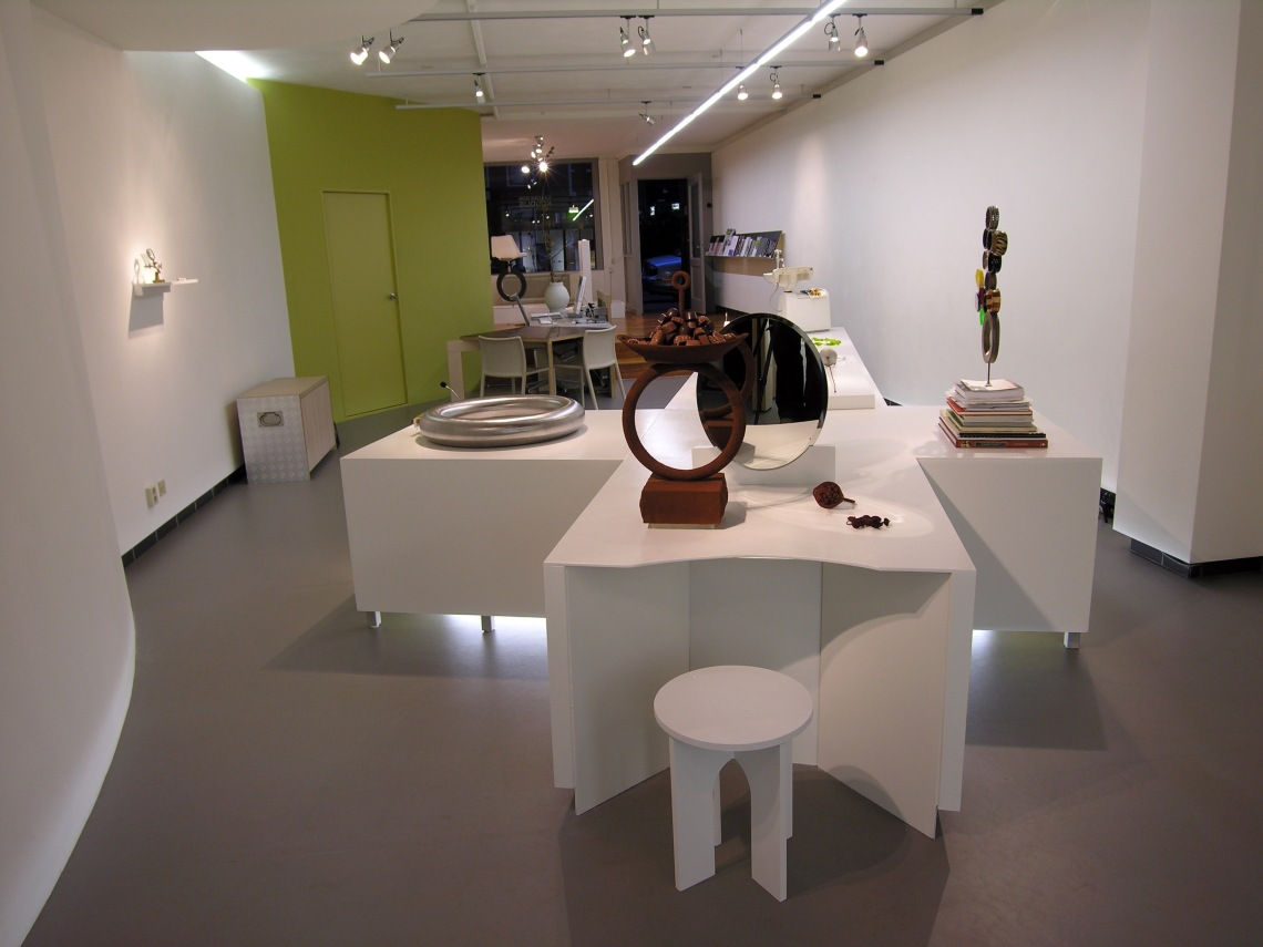 Ted Noten in Galerie Rob Koudijs, 2009. Foto met dank aan Galerie Rob Koudijs©
