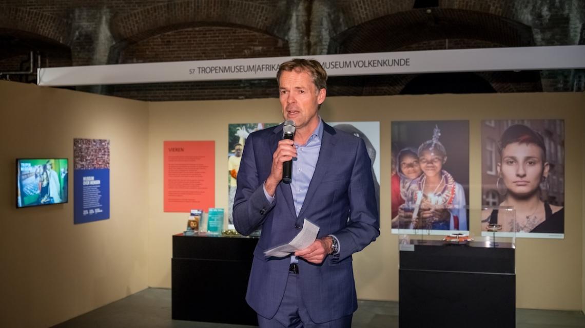 Stijn Schenk, directeur Tropenmuseum. Sieraad Art Fair tijdens de opening op 10 november 2016. Foto met dank aan Sieraad Art Fair, Arjen Veldt©