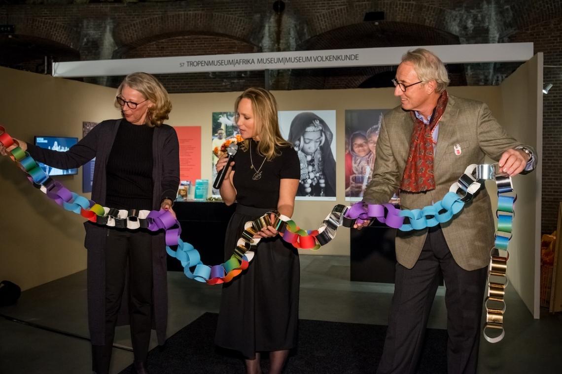 Astrid Berens, Prinses Margarita en Maarten Bodt. Sieraad Art Fair tijdens de opening op 10 november 2016. Foto met dank aan Sieraad Art Fair, Arjen Veldt©
