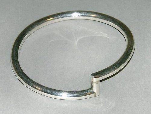 Emmy van Leersum, armband, 1974. Foto met dank aan SMS©