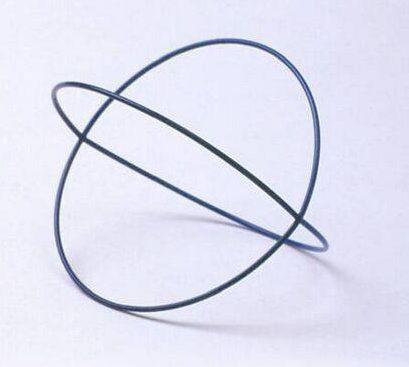 Emmy van Leersum, Gebroken lijnen, armband, 1980-82. Foto met dank aan SMS©