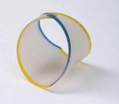 Emmy van Leersum, Gebroken lijnen, armband, 1982-84. Foto met dank aan SMS©