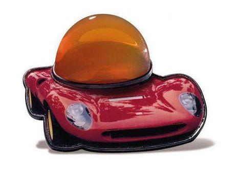 Gijs Bakker, Ferrari Dino, broche, 2001. Foto met dank aan SMS©
