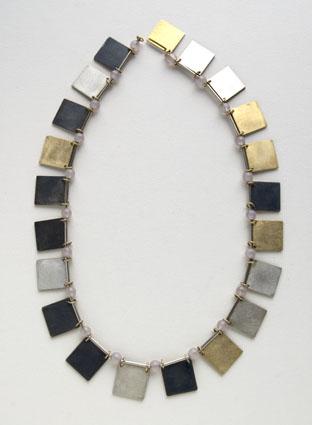 Herman Hermsen, Little books necklace, 1998. Foto met dank aan Galerie Marzee©