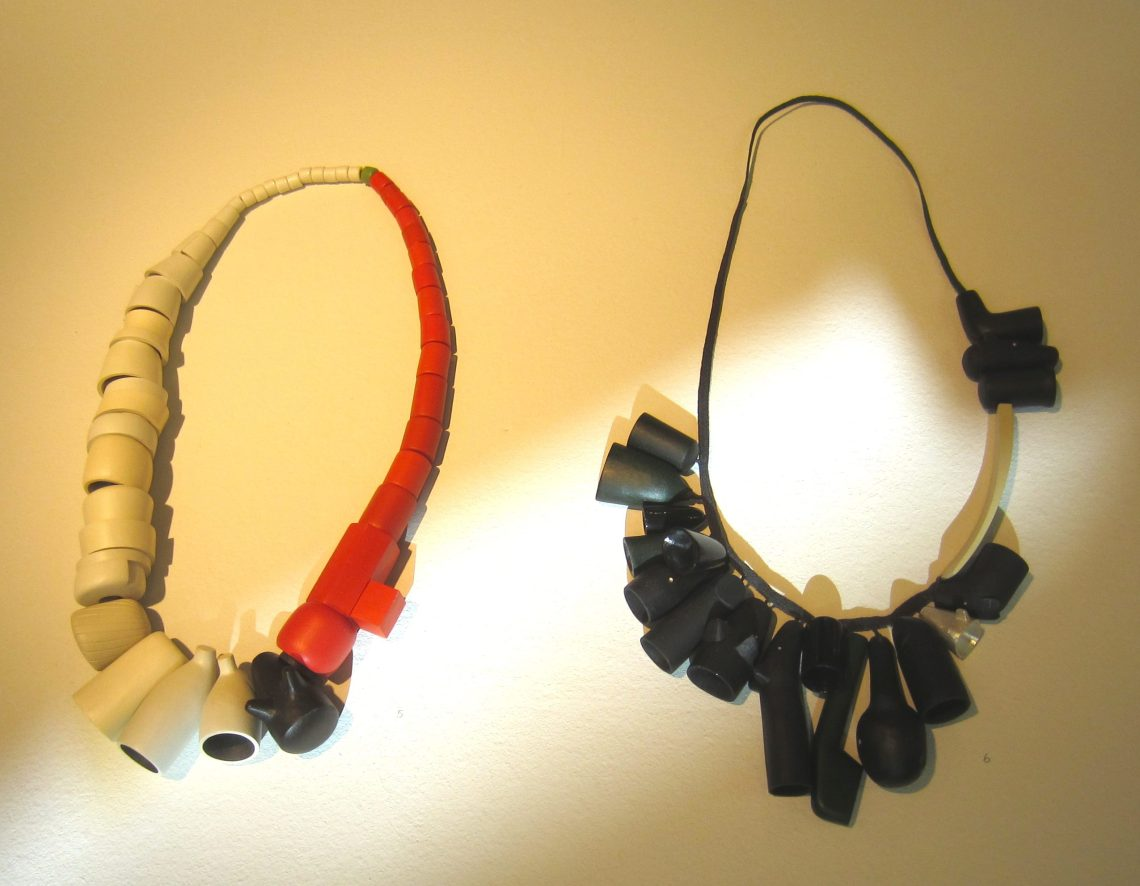 Karin Herwegh, halssieraden. Foto met dank aan M.O.©