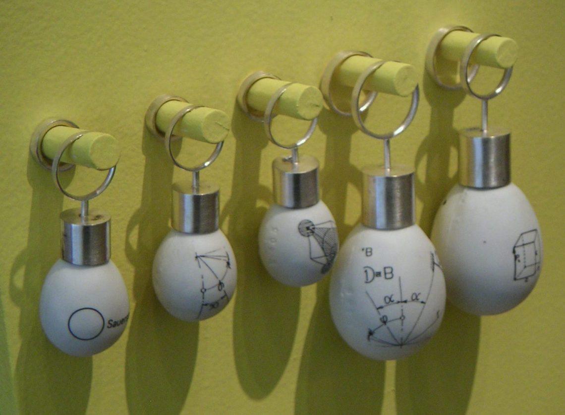 Katja Prins, Golden Clogs, Ornamentum Gallery, 2007. Foto met dank aan Andrea Wagner©