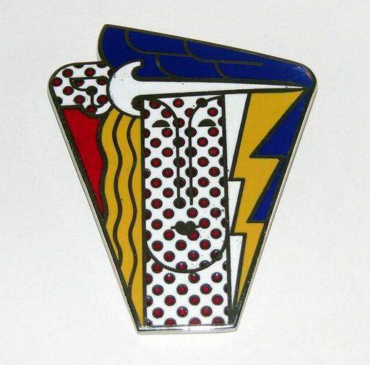 Roy Lichtenstein, Modern Head Brooch, hanger/broche, 1968. Foto met dank aan SMS©