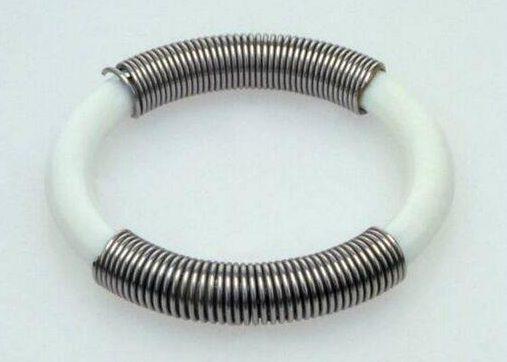 Lous Martin, armband, Serie Sieraad, 1973. Foto met dank aan SMS©