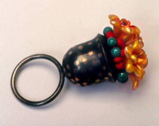 Marion Herbst, ring, 1991. Foto met dank aan SMS©
