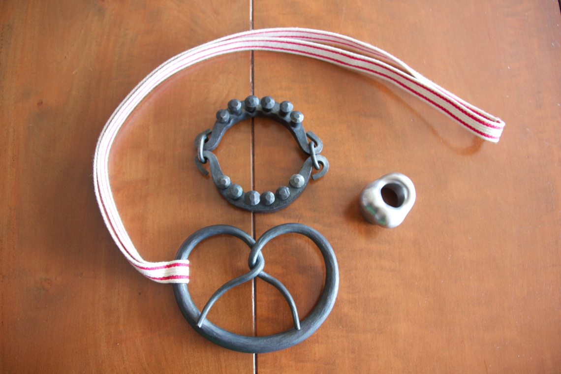 Sophie Hanagarth. Halssieraad, armband en ring. Foto met dank aan M.O.©