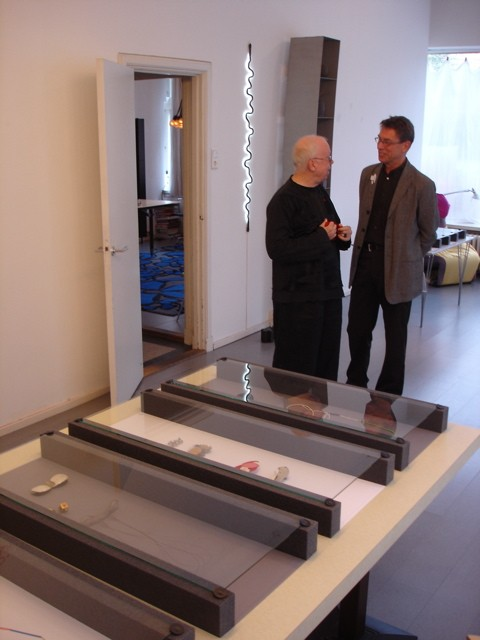 Paul Mertz en Rob Koudijs. Presentatie Collectie Françoise van den Bosch, 2007. Foto met dank aan Liesbeth den Besten©