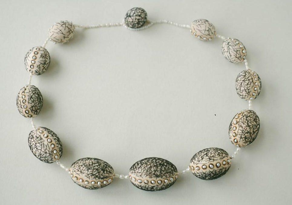 Beppe Kessler, Rope of pearls, halssieraad, 2001. Foto met dank aan Beppe Kessler©