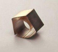 Onno Boekhoudt, ring, 1982. Foto met dank aan SMS©