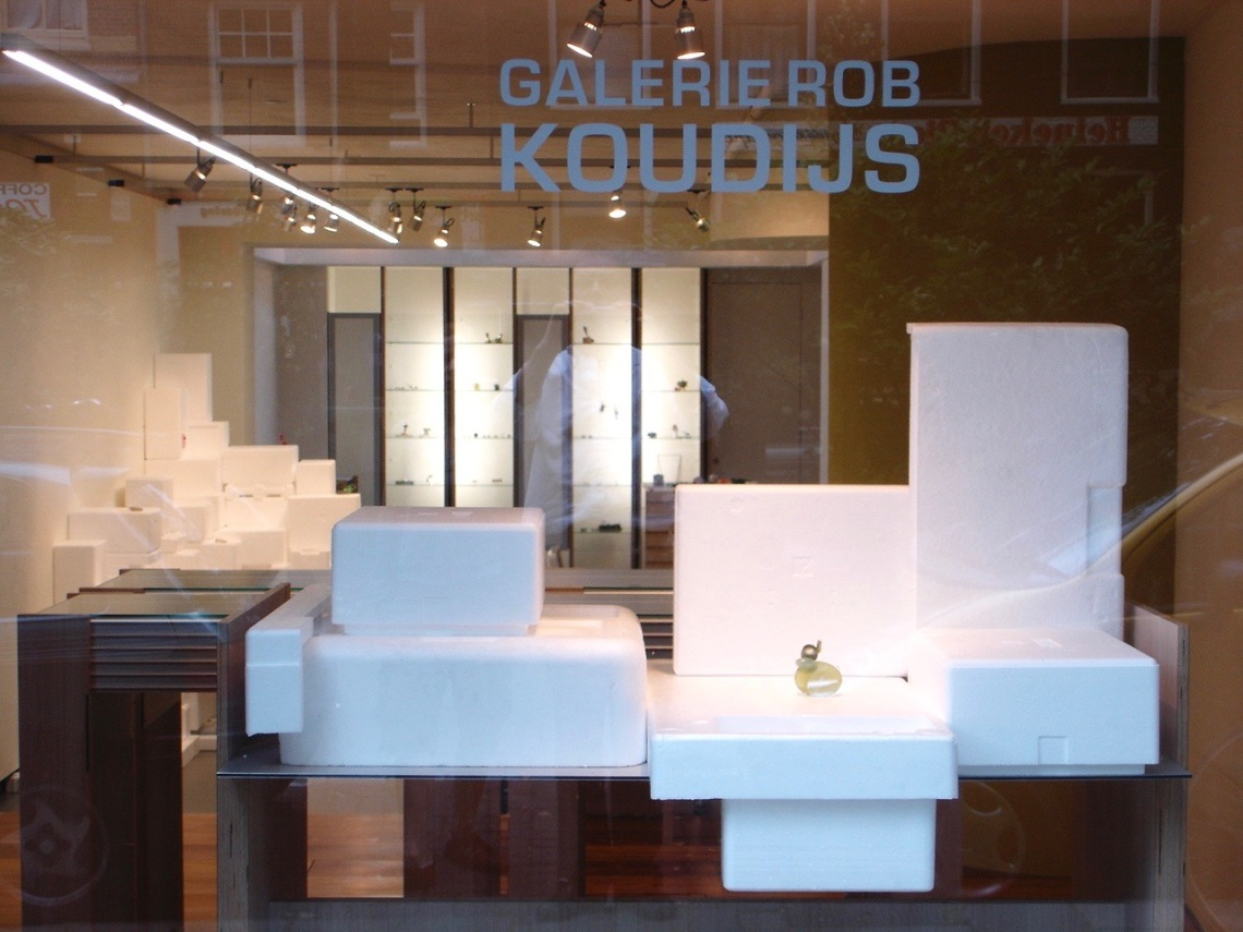 Jantje Fleischhut, Dolomieten Sagen, Galerie Rob Koudijs, 2007. Foto met dank aan Galerie Rob Koudijs©