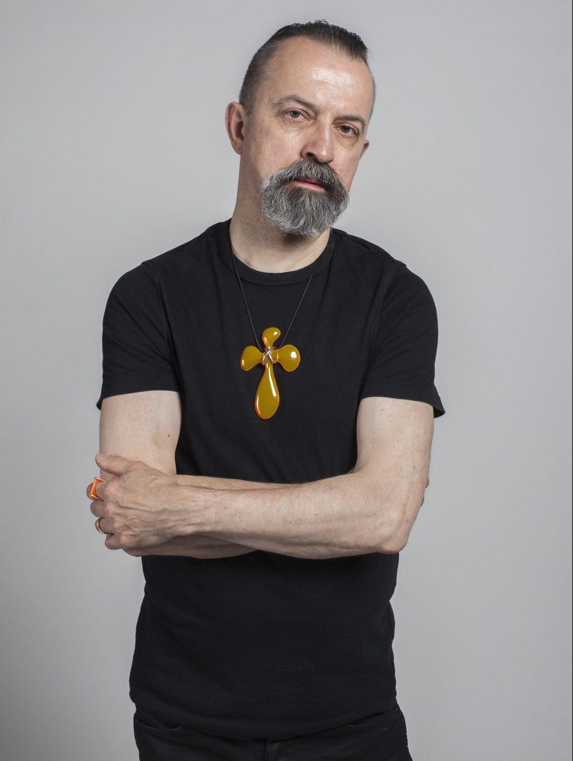 Paul Derrez met hanger Spooky. Foto met dank aan CODA©
