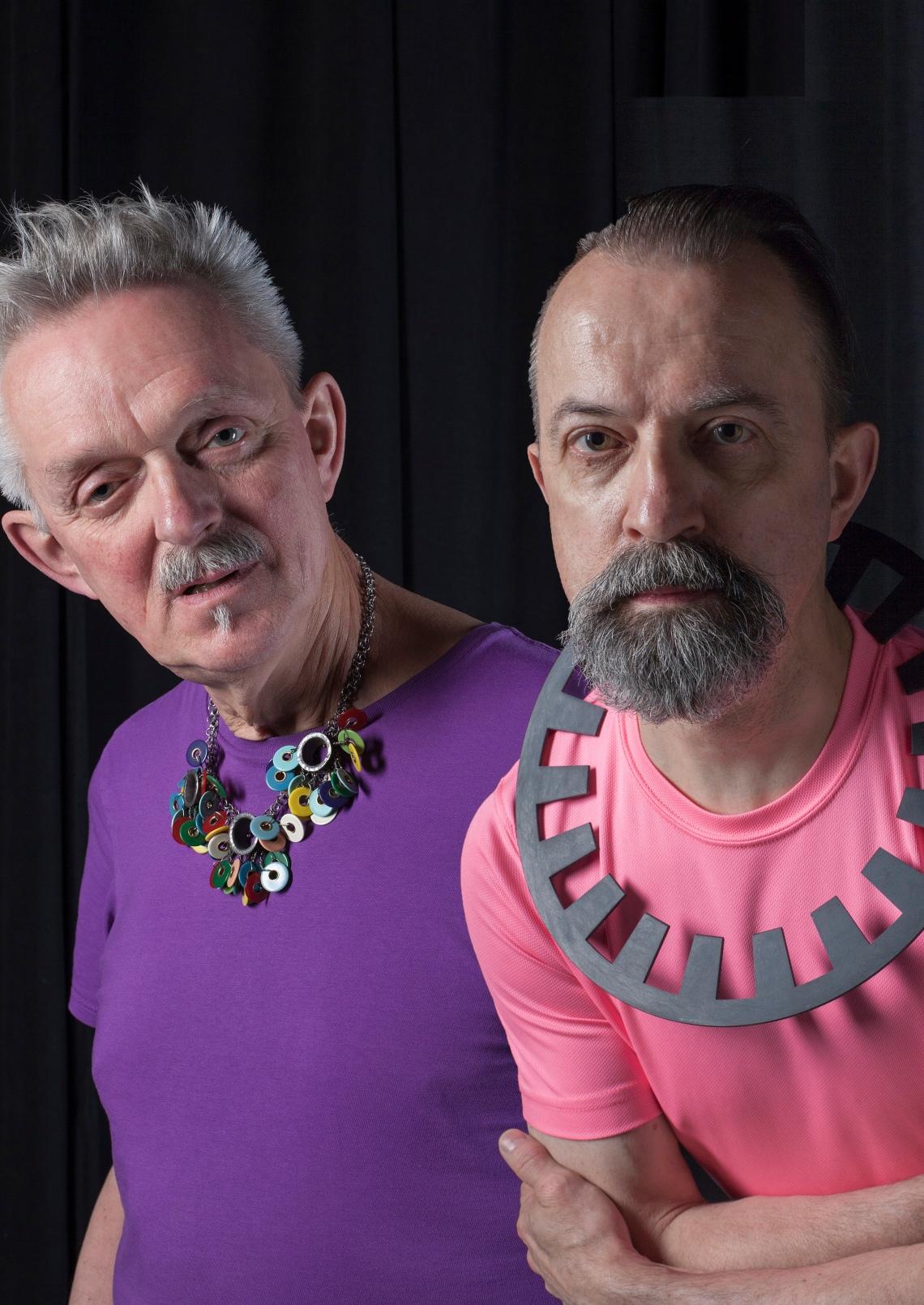 Willem Hoogstede met collier van Daniel Kruger, Paul Derrez met collier van David Watkins. Foto met dank aan CODA©