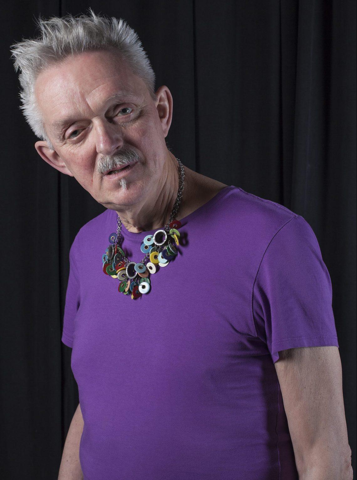 Willem Hoogstede met collier van Daniel Kruger. Foto met dank aan CODA©