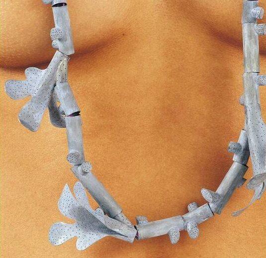 Lucy Sarneel, Koralijn, halssieraad, 1998. Foto met dank aan SMS©