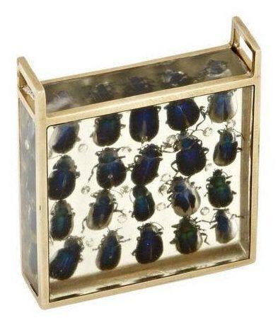 Arman, Scarabées et diamants, hanger, 1976. Foto met dank aan SMS©