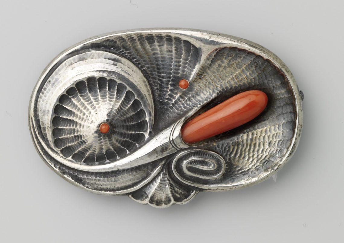 Fons Reggers, broche, circa 1930. Collectie Rijksmuseum, BK-1978-110, publiek domein (CC0 1.0)