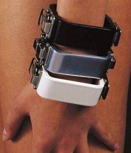 Charlotte van der Waals, armbanden, Serie Sieraad, 1973. Foto met dank aan SMS©