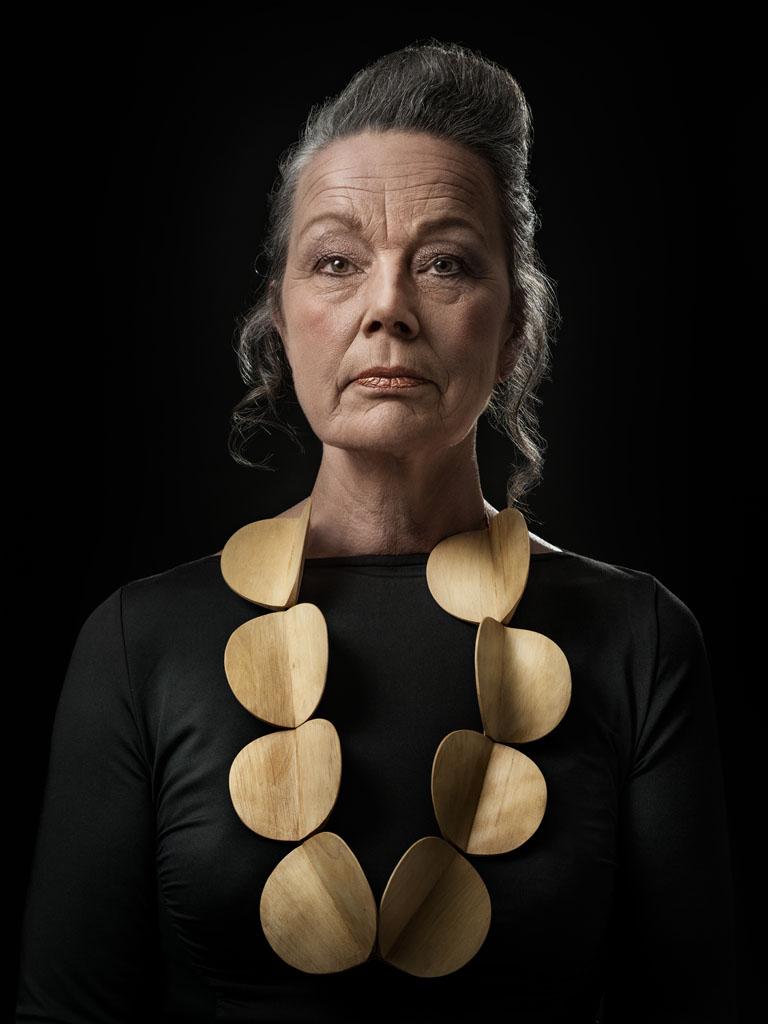 Dorothea Prühl gedragen door Nel. Foto met dank aan Galerie Marzee, Johannes van Camp©