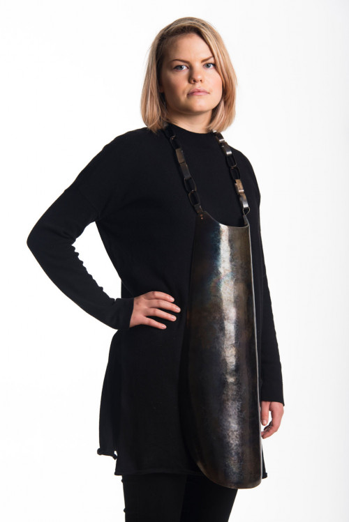 Eija Mustonen, halssieraad, 2016. Foto met dank aan Galerie Marzee©