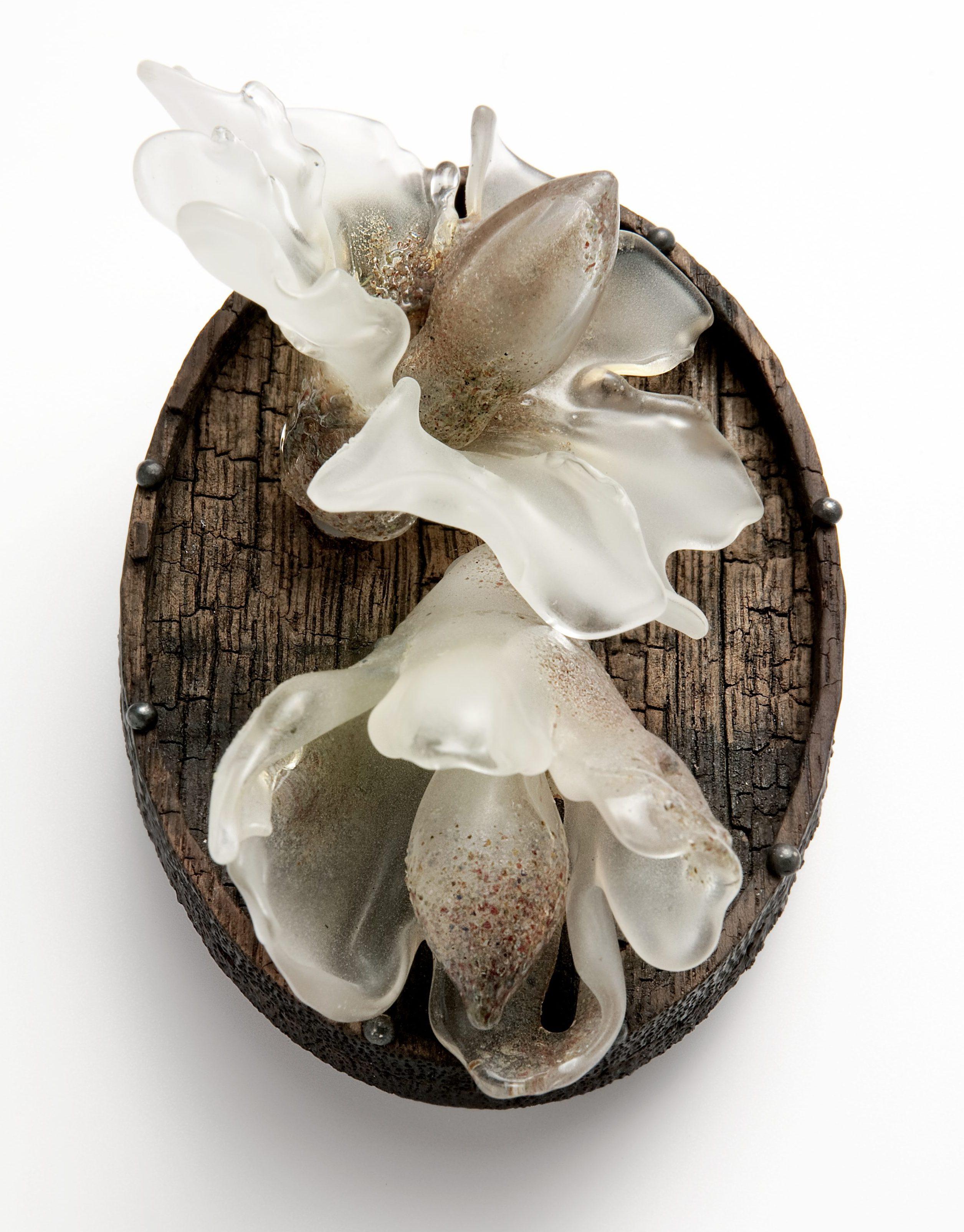 Evert Nijland, Flowers 2, broche, Ornament, 2012-2013. Foto met dank aan CODA©