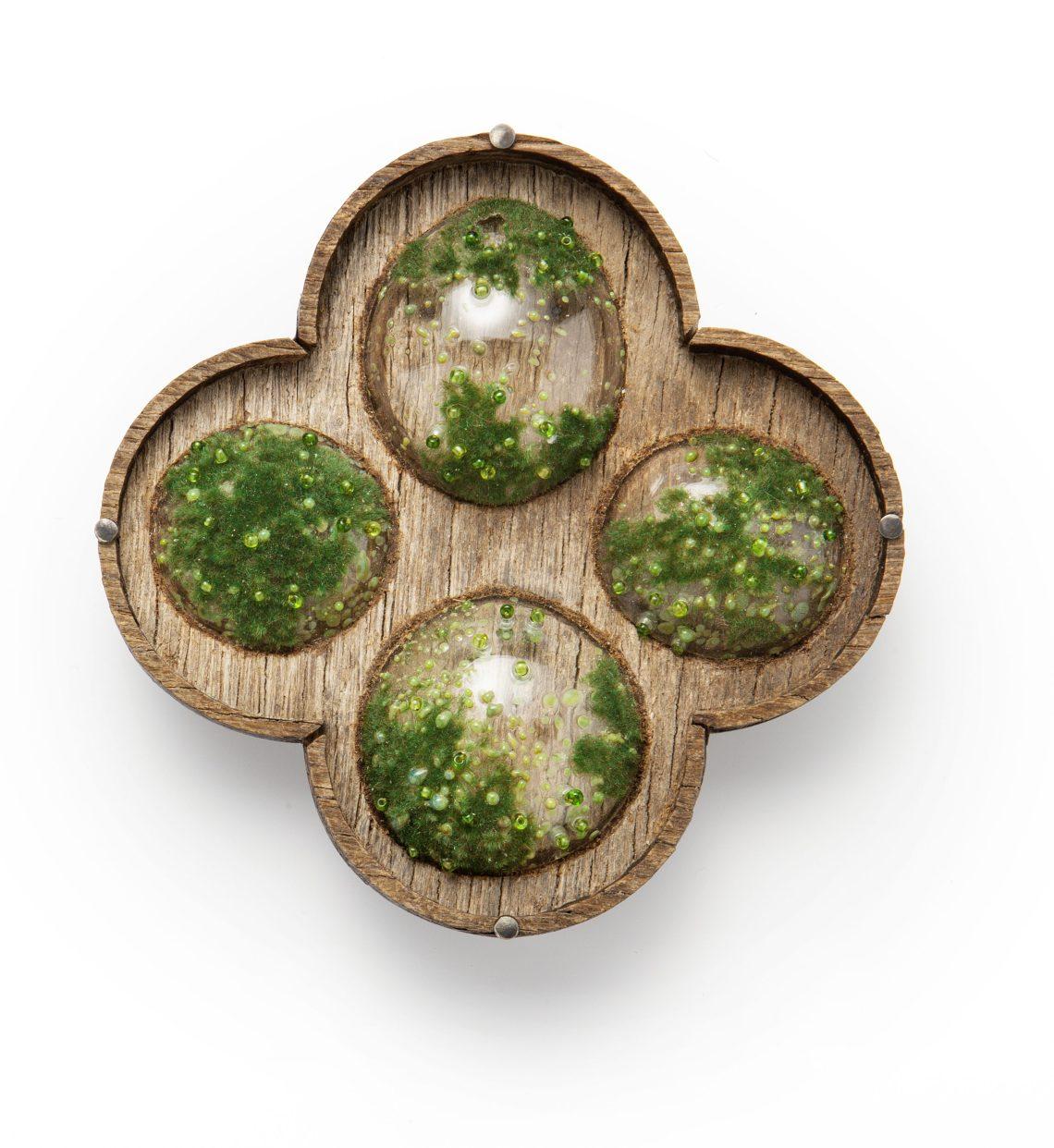 Evert Nijland, Moss, broche, Ornament, 2012-2013. Foto met dank aan CODA©