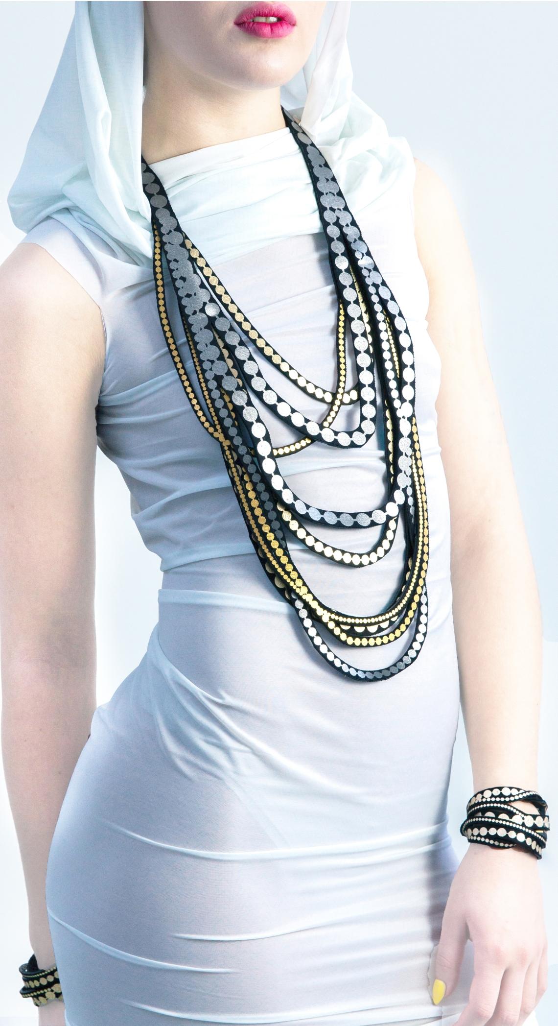 Uli Rapp, halssieraad en armbanden. Foto met dank aan Uli Rapp©