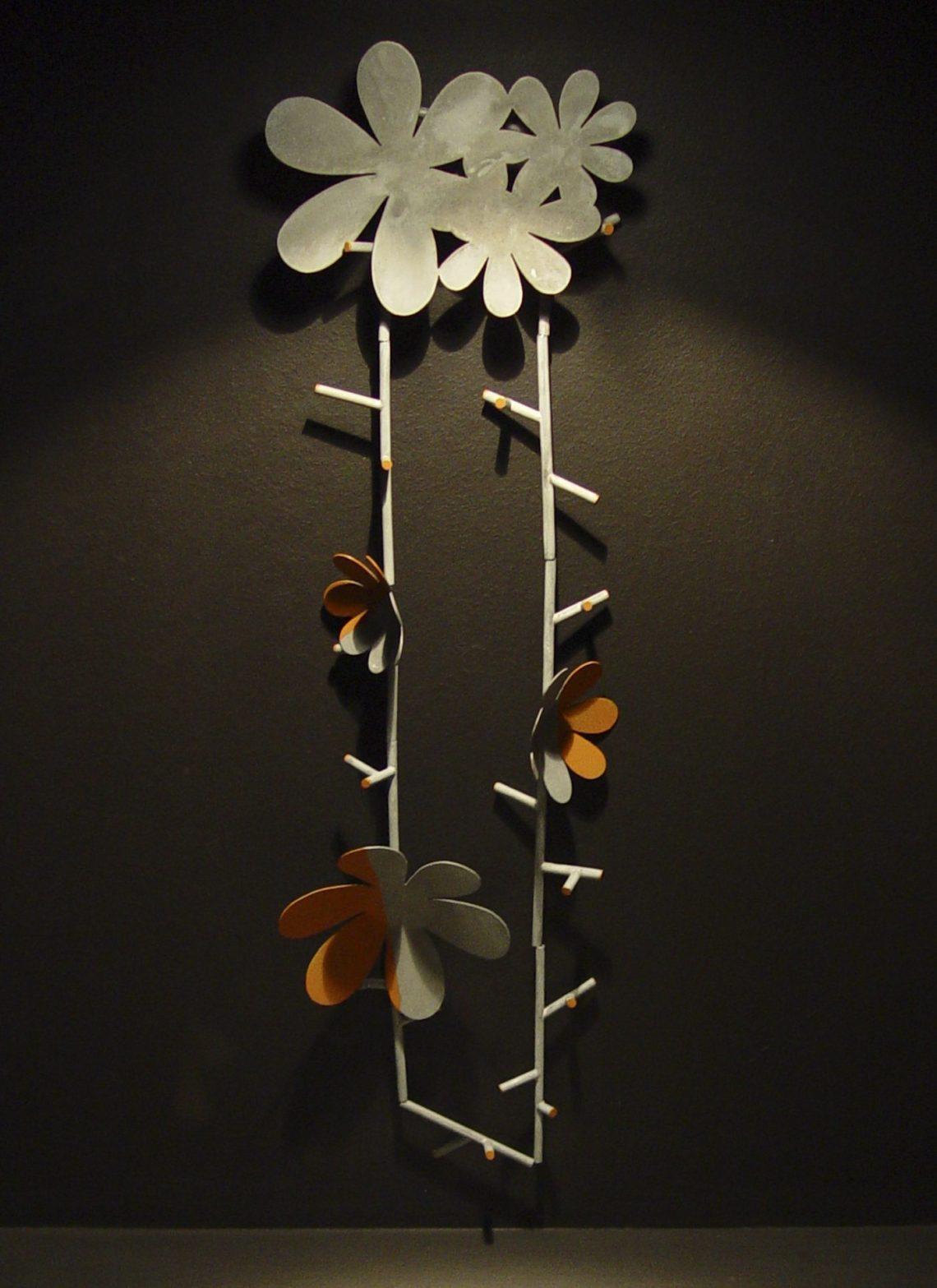 Lucy Sarneel, Wallflower, 2005, Allures et Parures, Espace Solidor, 2009. Foto met dank aan Birgit Laken©
